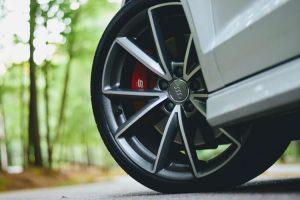 cómo funcionan los frenos de un coche