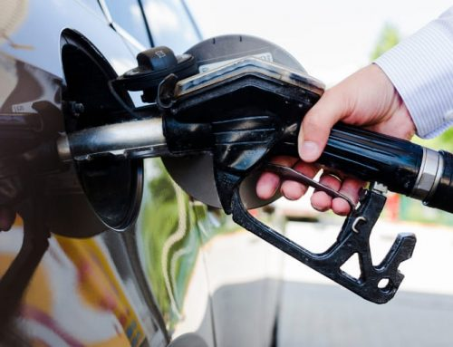 Cómo repostar gasolina en autoservicio
