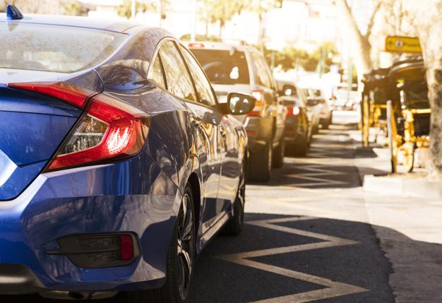 coche lujo fila calle
