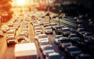 trafico carretera puesta sol
